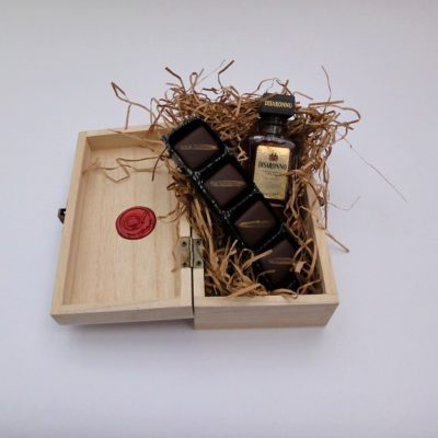 Disaronno amaretto and marzipan chocolate wooden gift box