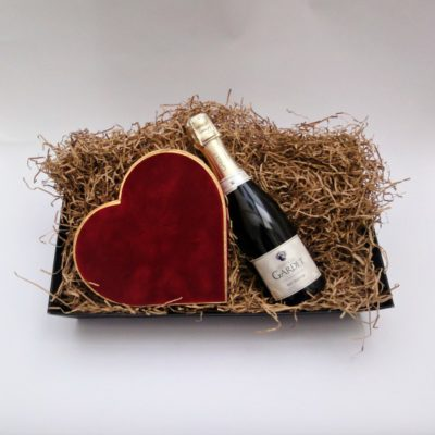 Champagne and 24 Chocolate Velvet Heart Box Hamper
