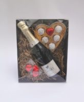 Pink Marc Champagne Valentines Hamper Closed